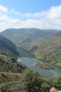 """Aqui vem o Douro pelo lado direito do """"meião"""", chegando da Espanha."""