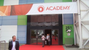 O centro de palestras, workshops e debates.