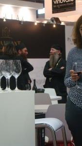 Representantes da Igreja Ortodoxa da Georgia e de um monastério produtosrde vinhos.