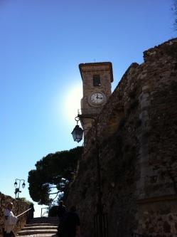 O relógio do Suquet marca a parte alta (a única, na verdade) de Cannes.